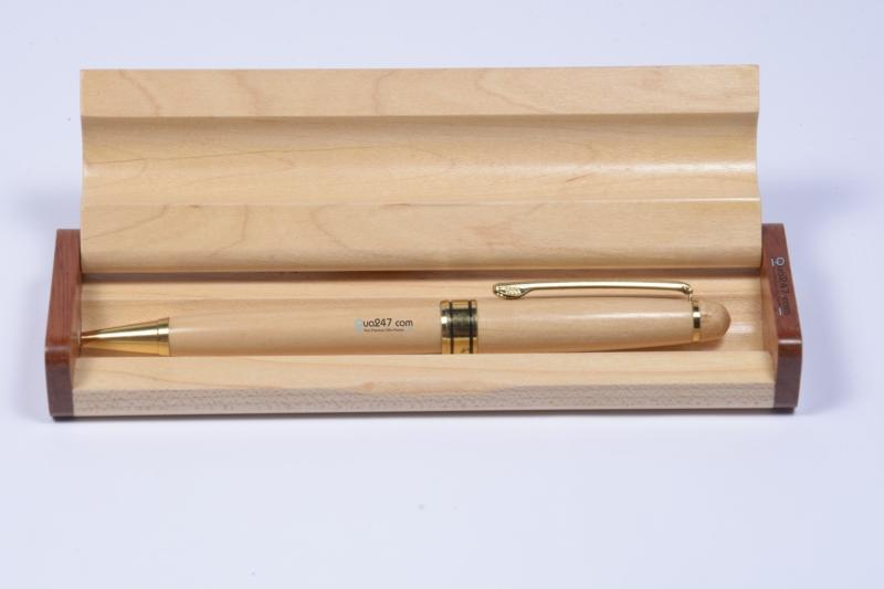 Hộp bút gỗ có khắc tên làm quà tặng