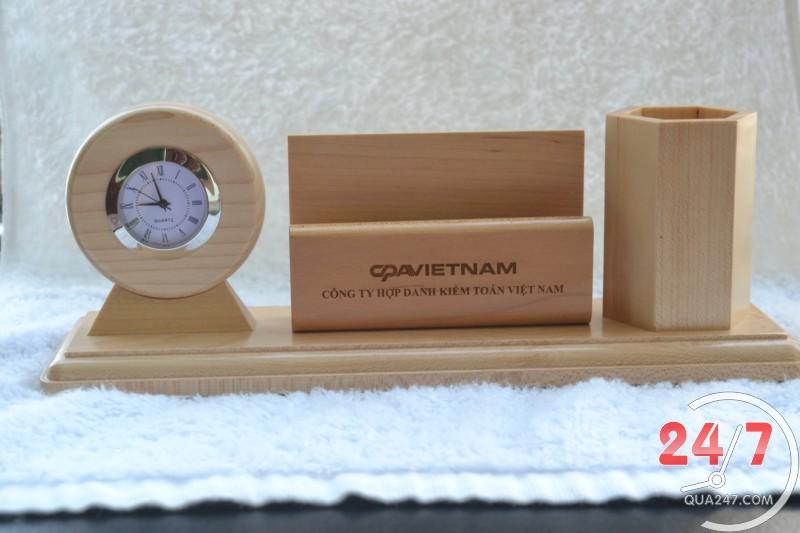 Quà gỗ để bàn có khắc tên làm quà tặng