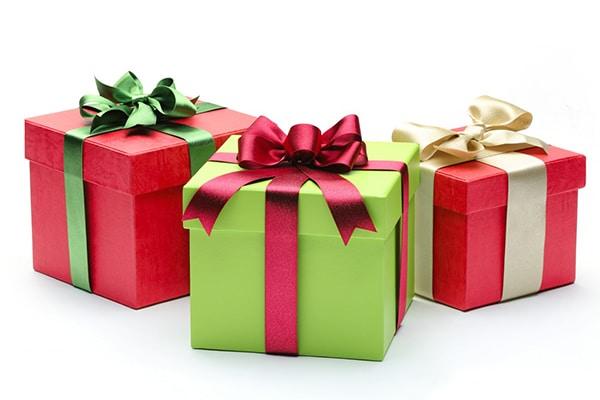 qua-tang-ngay-ky-niem-truong Những sai lầm trong tiếp thị bằng quà tặng