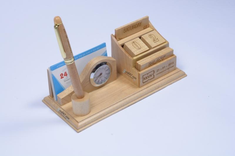 Lich-go-de-ban-12-5 Lịch gỗ để bàn 12