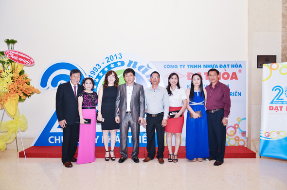 hinh-1 Quà tặng tri ân khách hàng nhân dịp 20 năm thành lập Công Ty Nhựa Đạt Hòa