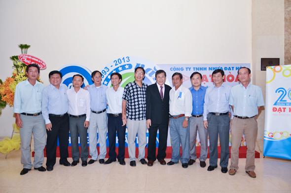 hinh-2 Quà tặng tri ân khách hàng nhân dịp 20 năm thành lập Công Ty Nhựa Đạt Hòa