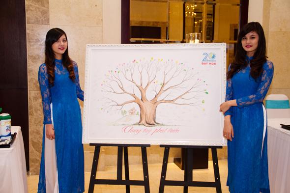 hinh-4 Quà tặng tri ân khách hàng nhân dịp 20 năm thành lập Công Ty Nhựa Đạt Hòa