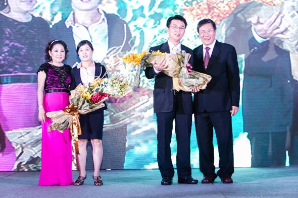 hinh-6 Quà tặng tri ân khách hàng nhân dịp 20 năm thành lập Công Ty Nhựa Đạt Hòa