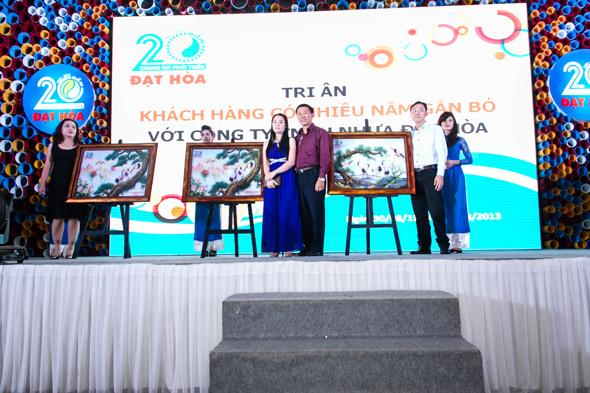 hinh-7 Quà tặng tri ân khách hàng nhân dịp 20 năm thành lập Công Ty Nhựa Đạt Hòa