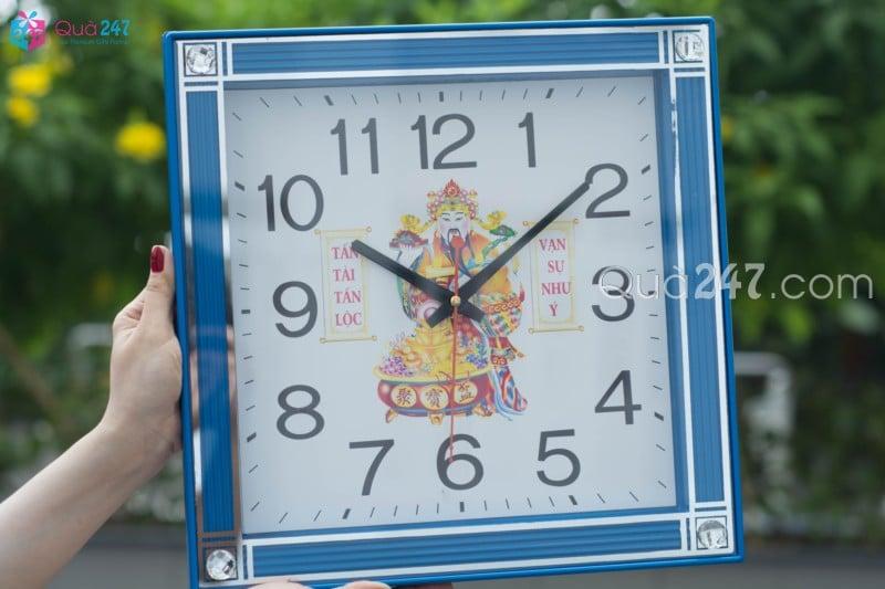 Đồng hồ treo tường 31 với kích thước 34cm