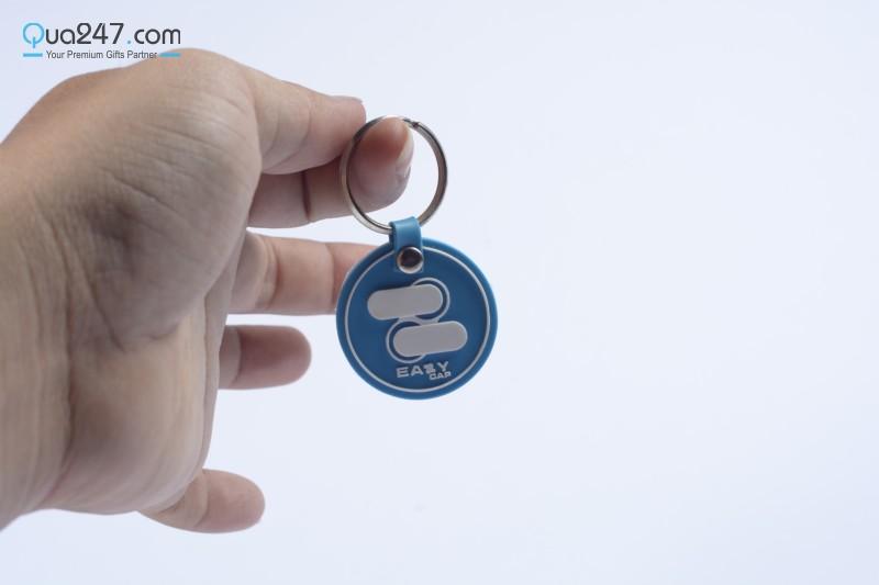 Moc-Khoa-Caosu-03-7 3 chất liệu móc khóa giá rẻ mà các doanh nghiệp hay dùng