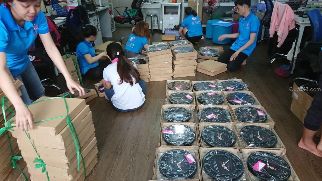 z1069770795677_6fc7d5fbb06399d4f7c342be844df28e-1024x576 Xưởng sản xuất đồng hồ treo tường