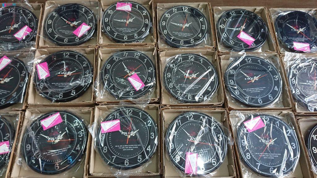 z1069770841614_28778964f4e845fb067027b4c5df041d-1024x576 Xưởng sản xuất đồng hồ treo tường